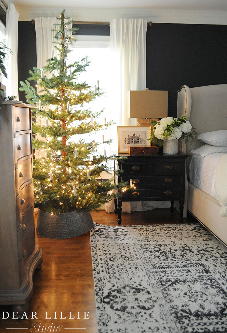 15 Sparse Christmas Trees - love this beautiful tree minimally decorated in lights and candles kellyelko.com #christmas #christmastree #sparsechristmastree #vintagechristmas #christmasdecor #christmasedecorating #christmasdecoratingideas #farmhousechristmas #christmasornaments #neutralchristmas #silvertip #kellyelko