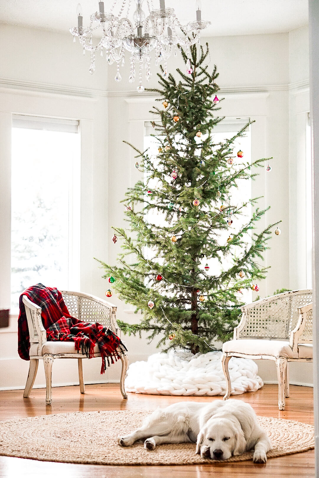 15 Sparse Christmas Trees - love this beautiful tree minimally decorated in lights and vintage ornaments kellyelko.com #christmas #christmastree #sparsechristmastree #vintagechristmas #christmasdecor #christmasedecorating #christmasdecoratingideas #farmhousechristmas #christmasornaments #neutralchristmas #silvertip #kellyelko