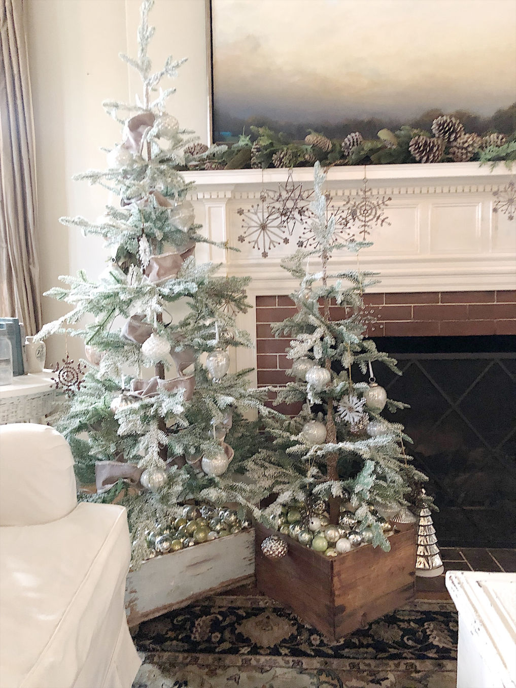 15 Sparse Christmas Trees - love these beautiful trees with vintage crates as tree skirts kellyelko.com #christmas #christmastree #sparsechristmastree #vintagechristmas #christmasdecor #christmasedecorating #christmasdecoratingideas #farmhousechristmas #christmasornaments #neutralchristmas #kellyelko