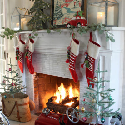 Please Come Home for Christmas Home Tour kellyelko.com #christmas #christmashometour #holidayhousewalk #christmasdecoratingideas #christmasmantel #vintagechristmas #christmastrees #feathertrees #kellyelko