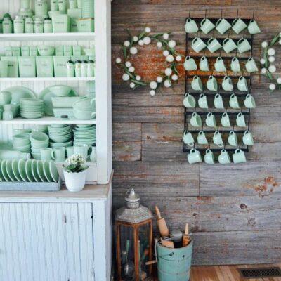 Kelly's Stamp of Approval 5 - love this vintage jadeite collection kellyelko.com #vintage #vintagedecor #vintagecollections #jadeite #farmhousedecor #kellyelko