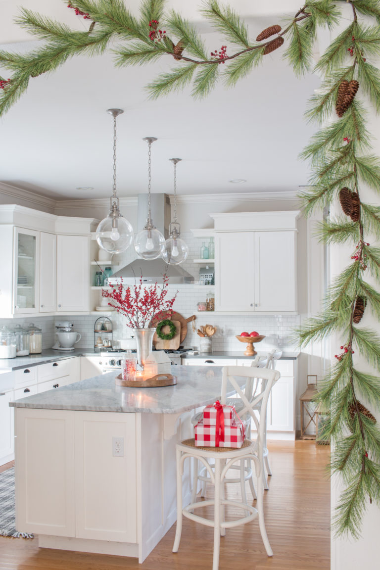 Festive Christmas Decorating Ideas - love this sprig of garland with pinecones and berries #garland #christmasdecor #christmaskitchen #whitekitchen #cottagekitchen #christmasdecorations