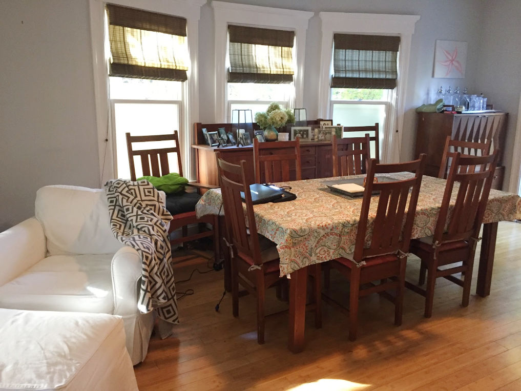 Before! Dining room is drab but wait until you see the after kellyelko.com #diningroom #furnitureplacement #beforeandafter