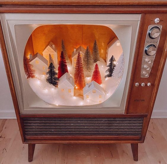 Bottle Brush Tree Ideas - love this old tv turned retro shadow box #vintagechristmas #retro #upcycle #repurpose #vintagedecor #retrodecor #shadowbox #christmasdecor #christmasvillage