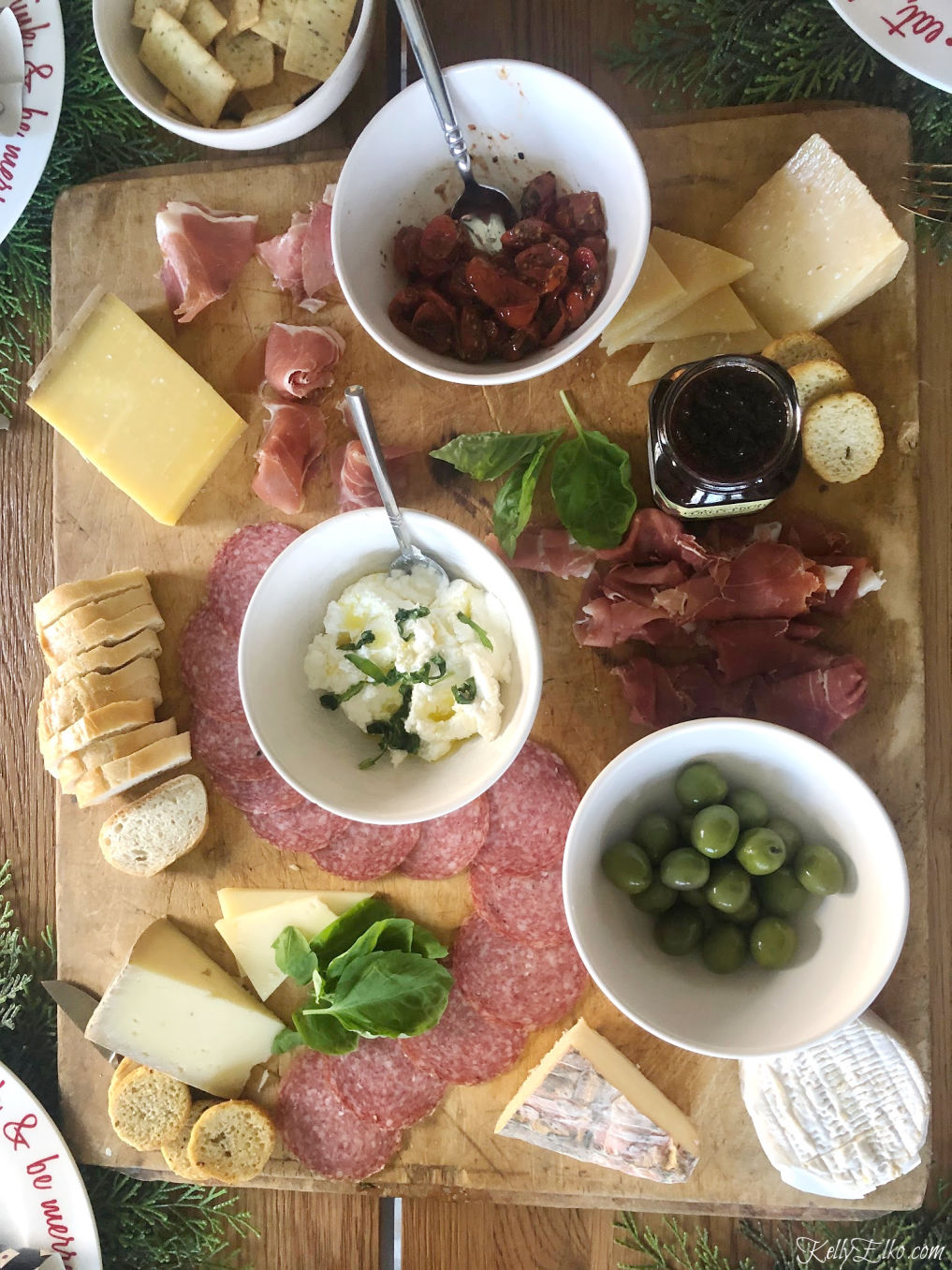 Make an epic charcuterie board to wow your guests kellyelko.com #charcuterie #cheeseboard #appetizers #partyfood #partyrecipes #nocook #kellyelko