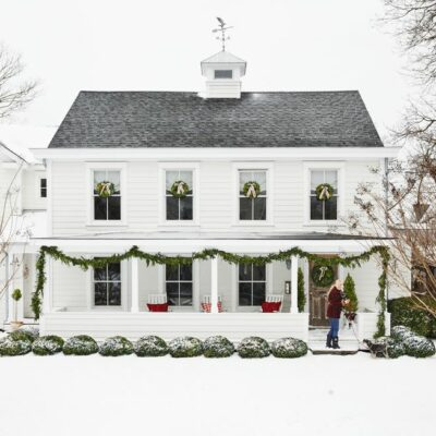 Kelly's Stamp of Approval 8 kellyelko.com #farmhouse #farm #christmashome #whitehouse #farmhousechristmas