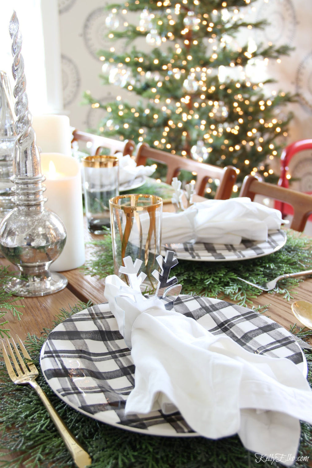 Beautiful Christmas Home Tour - love the plaid plates on cedar placemats kellyelko.com #christmas #christmasdecor #christmasdecorating #christmashome #christmastour #diychristmas #christmasideas #christmasmantel #christmastree #christmasornaments #vintagechristmas #farmhousechristmas #colorfulchristmas #creativechristmas #kellyelko #christmastable #christmascenterpiece #plaid #tablesetting #tablescape