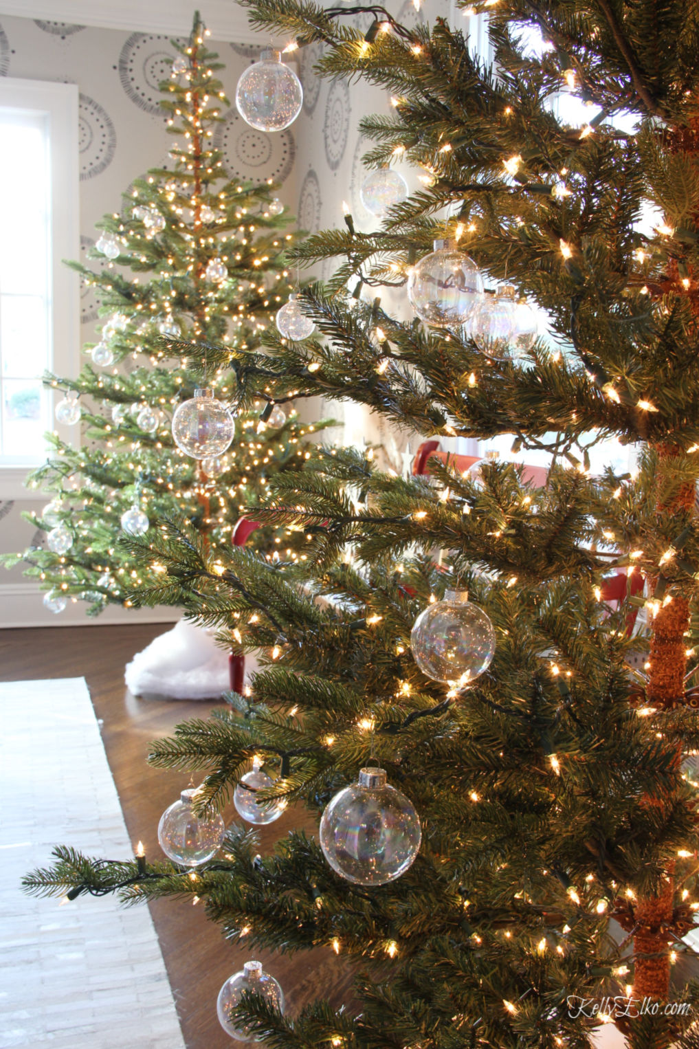 Christmas UnDecorating Tips kellyelko.com #christmasstorage #christmasundecorating #christmastrees #christmaslights
