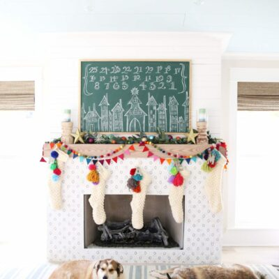 Festive Christmas Decorating Ideas kellyelko.com #christmasdecor #christmasdecorations #colorfulfchristmas #diychristmas #christmasmantel #chalkart #chalkboard #adventcalendar