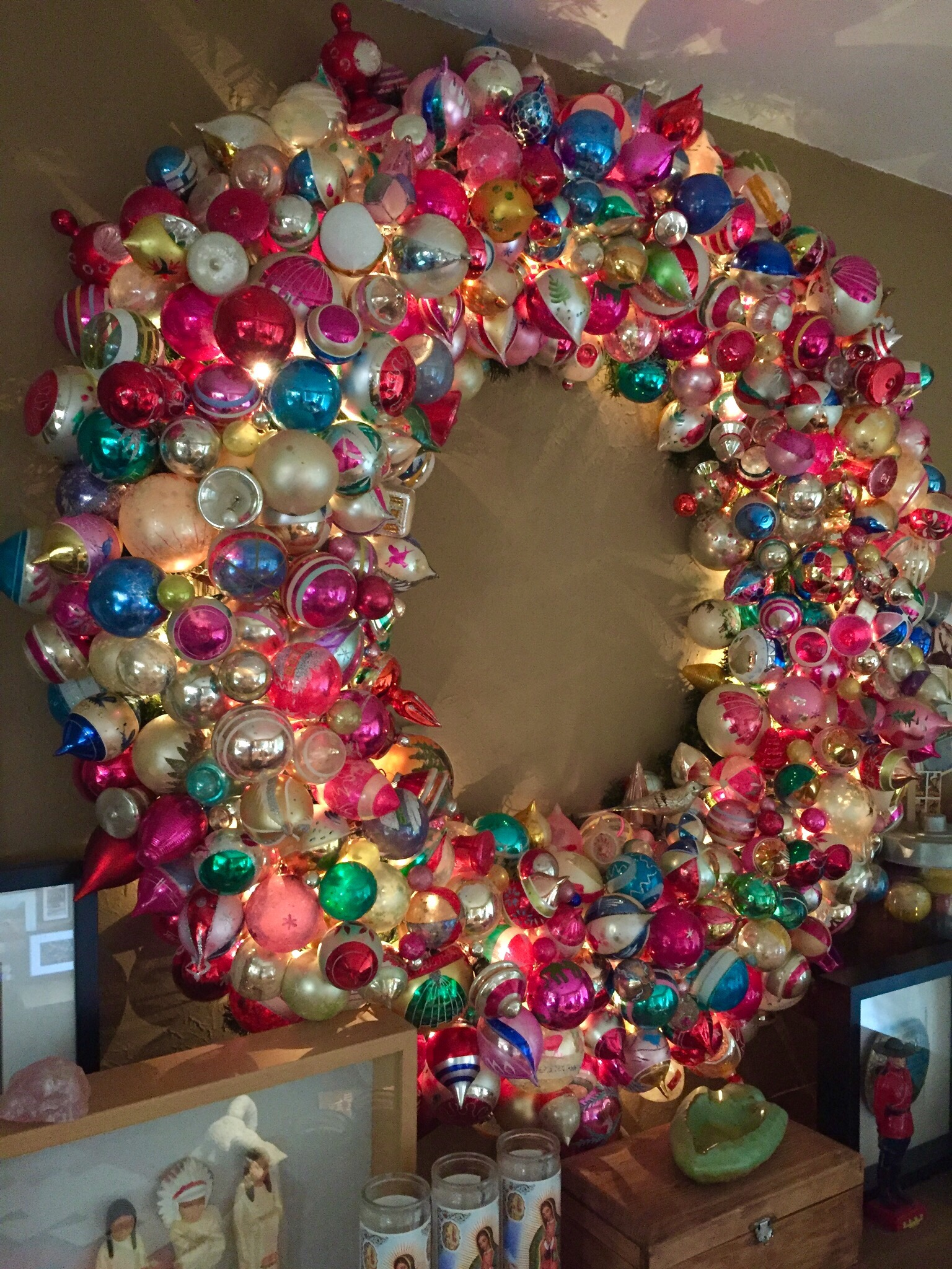 How to Make a Huge Vintage Ornament Wreath #vintagechristmas #diychristmascrafts #christmascrafts #vintageornaments #shinybrites #wreath #vintagewreath