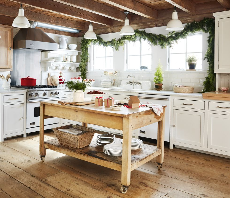Beautiful farmhouse kitchen at Christmas