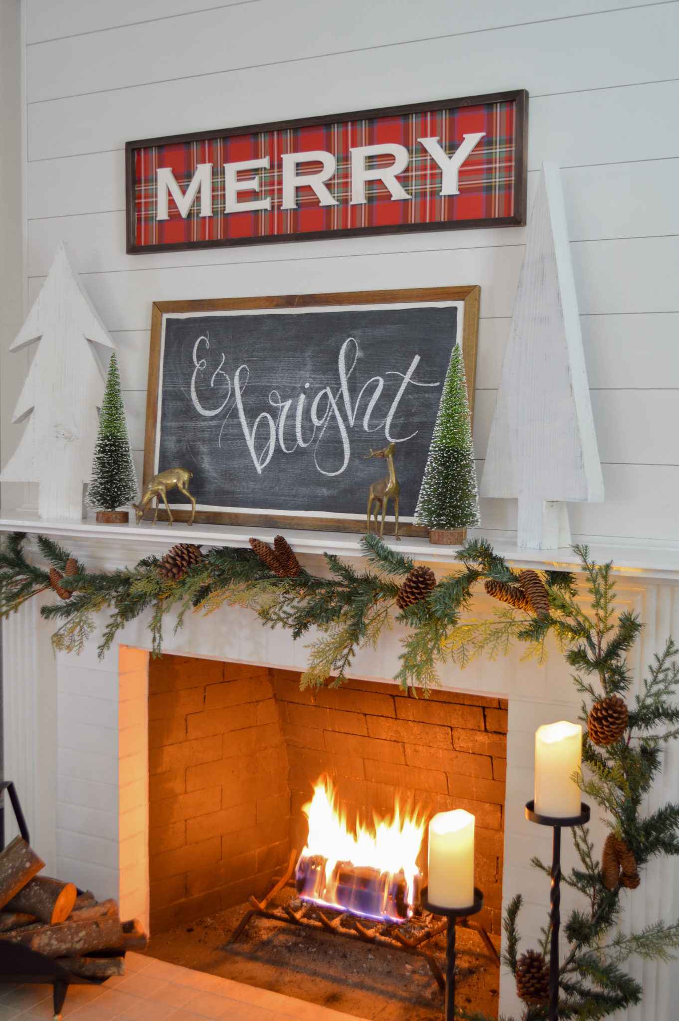 Love the combination of a Christmas sign paired with a chalkboard #christmasdecor #christmasdecorating #christmasmantel #christmaschalkboard #chalkart #christmasgarland #diychristmas #fireplace #shiplap