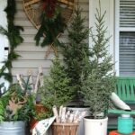 Vintage Christmas Porch Decorating Ideas kellyelko.com #christmasdecor #christmasporch #winterporch #vintagechristmas #vintagedecor