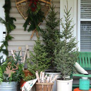 Vintage Christmas Porch Decorating Ideas kellyelko.com #christmasdecor #christmasporch #winterporch #vintagechristmas #vintagedecor