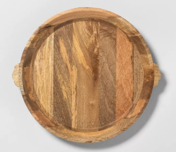 The perfect round wood tray kellyelko.com #tray #homedecor #charcuterie #boards