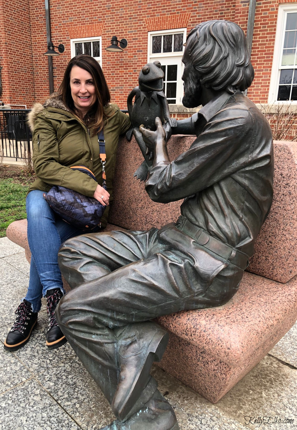 Did you know there is a statue of Jim Henson and Kermit the Frog on the University of Maryland campus! kellyelko.com #kermit #jimhenson #travel #muppets #maryland