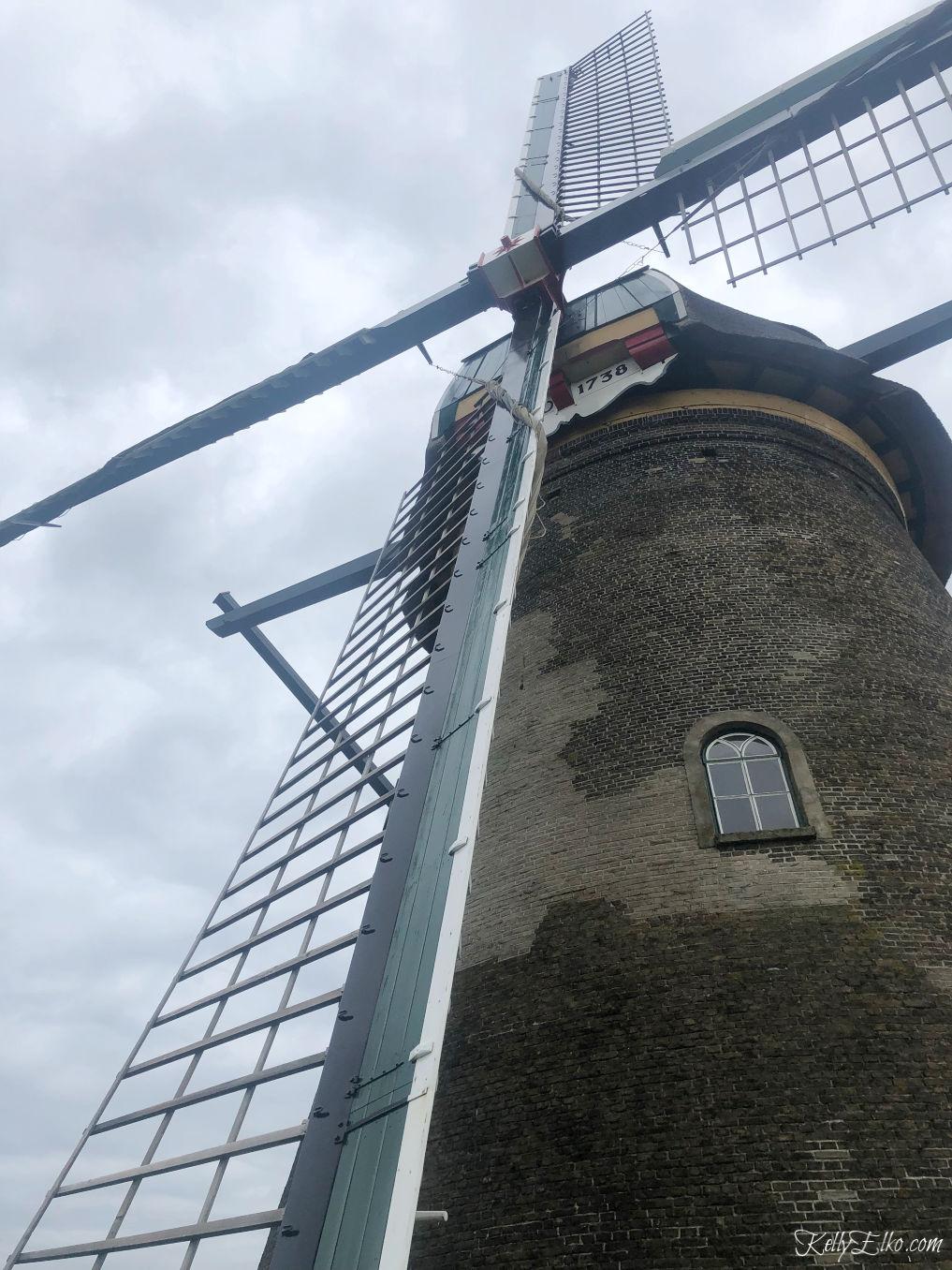 A working windmill in Kinderdijk Netherlands kellyelko.com #kinderdijk #windmill #europe #travel #travelblogger #netherlands