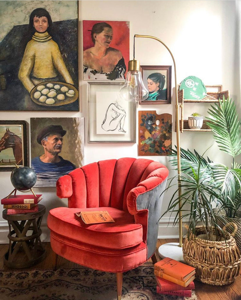 Vintage portraits gallery wall #gallerywall #vintagepaintings #vintageportrait #portraits #vintagedecor #vintagechair #bohodecor #eclecticdecor