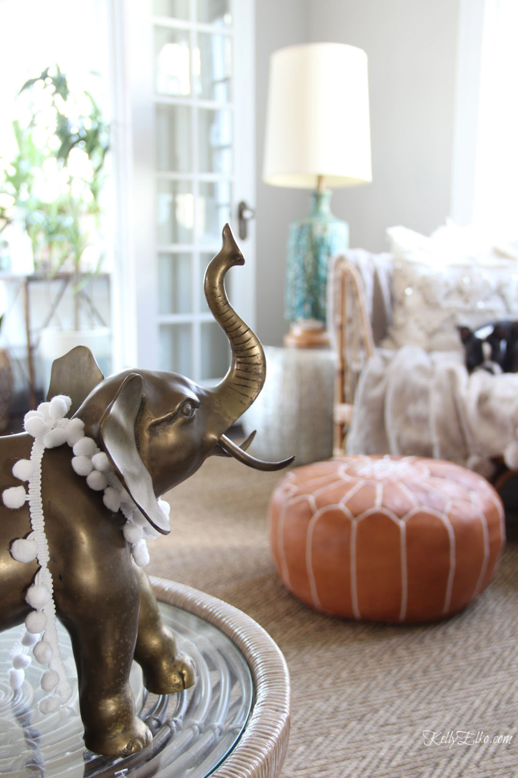 Vintage brass elephant in an eclectic living room kellyelko.com #vintagedecor #thriftedecor #vintagebrass #elephant