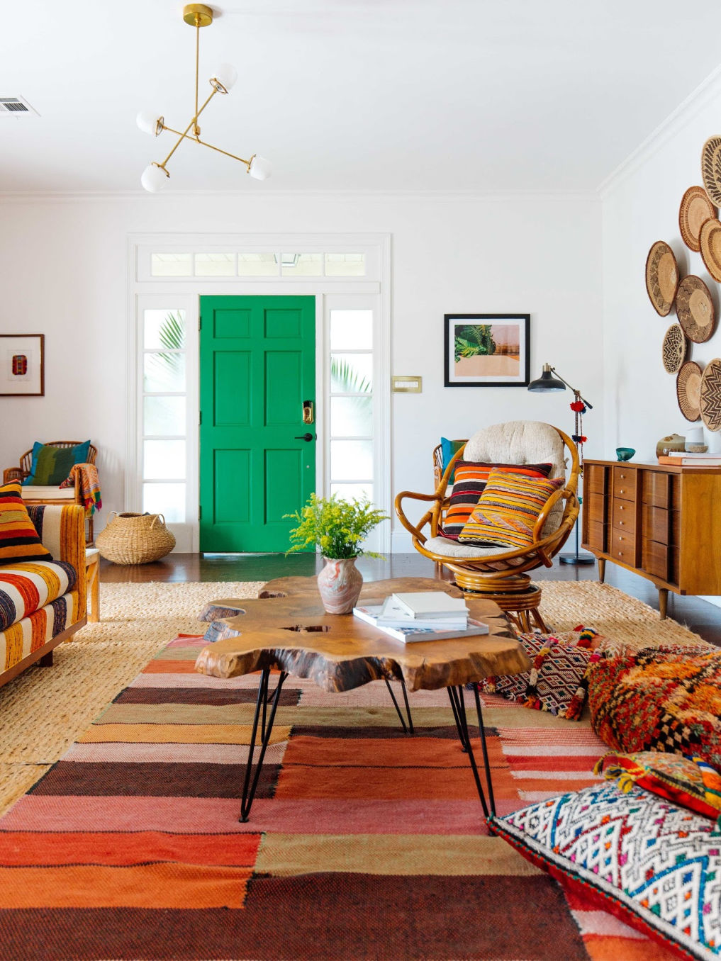Colorful eclectic home tour of Old Brand New kellyelko.com #eclecticdecor #bohodecor #hometour #housetour #decor #midcentury #midcenturymodern #rattan #green