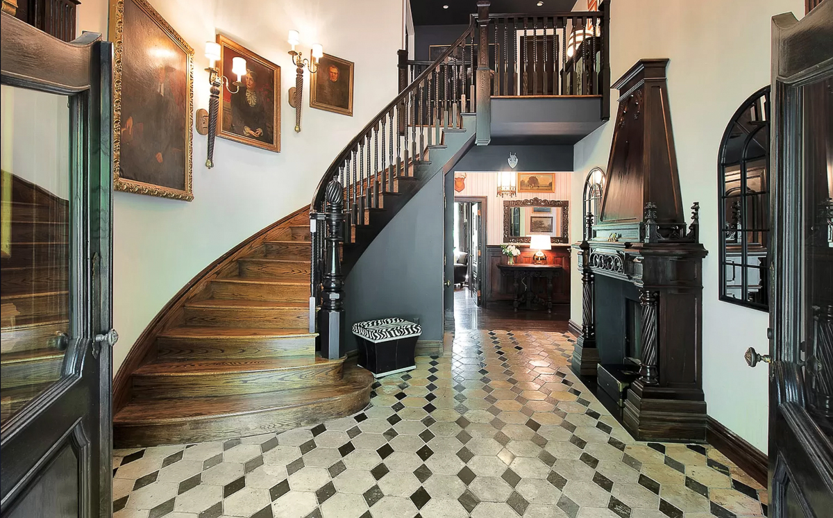 Beautiful foyer with old world details #foyer #entry #staircase #portraits #antiques #antiqueart