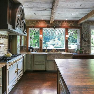 Downton Abbey like estate sale kellyelko.com #estatesale #kitchen #countrykitchen #rustickitchen