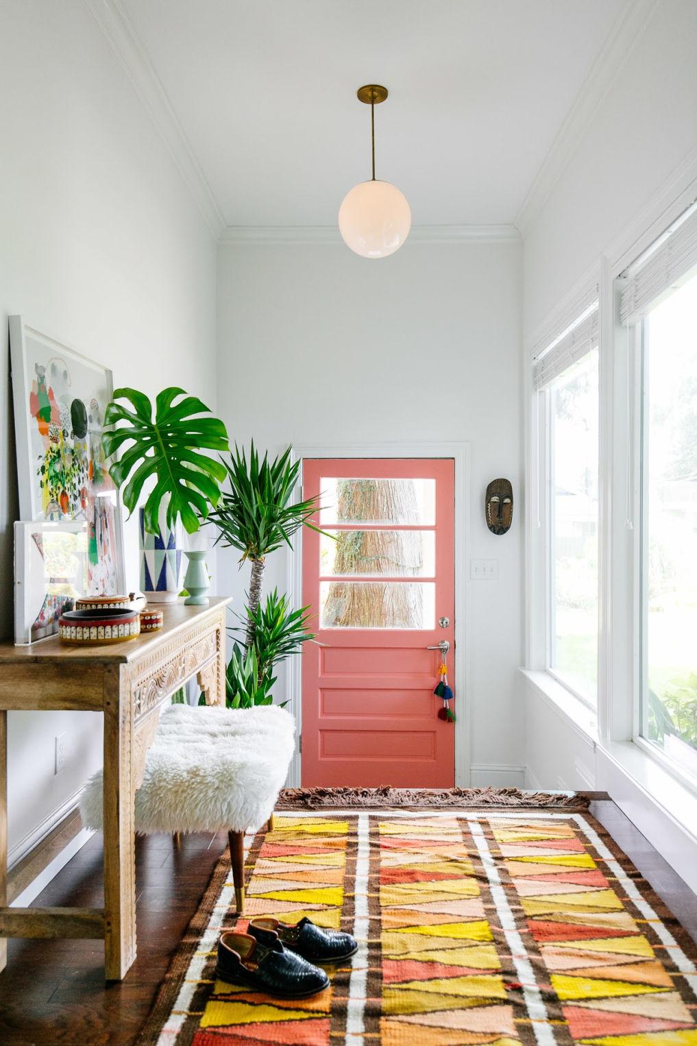 Mudroom with pink door #bohodecor #pink #pinkpaint #pinkdoor #mudroomdecor #mudroom #vintagedecor #eclecticdecor