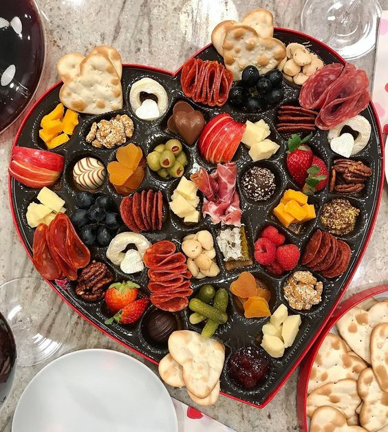 Make this epic Valentine heart shaped charcuterie board for Valentine's Day kellyelko.com #charcuterie #charcuterieboard #snackboards #valentinesparty #valentineparty #valentinefood #valentinerecipes #partyfood #valentineideas