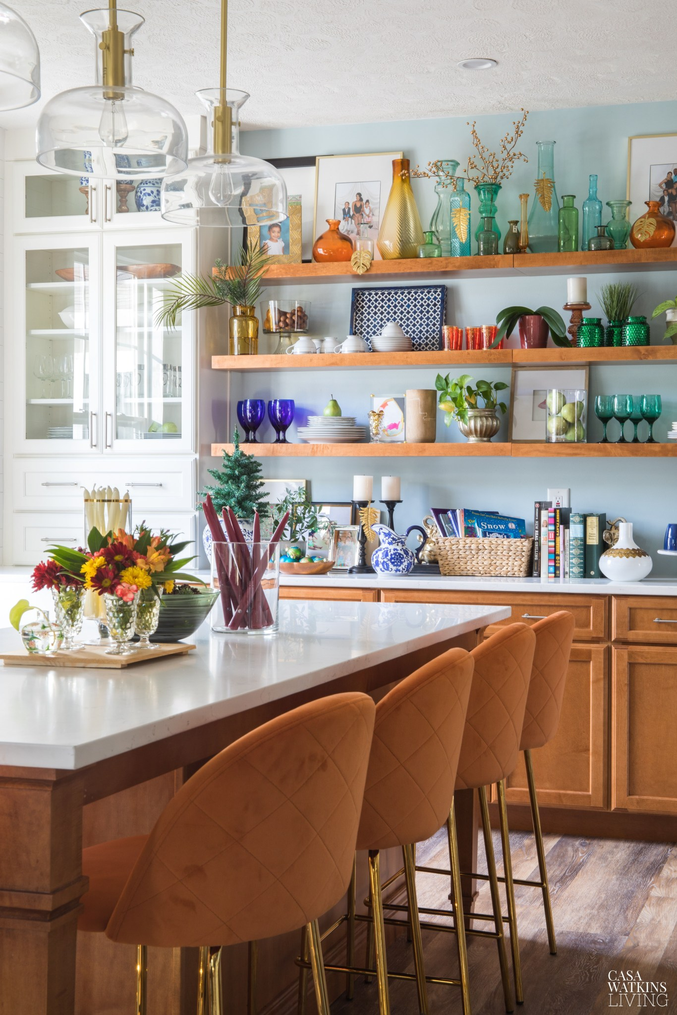 Eclectic Home Tour of Casa Watkins Living - tour this colorful home full of personality kellyelko.com #kitchen #kitchendecor #bohodecor #thrifted #thrifty #collections #vintagedecor #vintagemodern #kitchenisland #openshelves