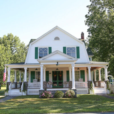 Eclectic Home Tour The Farmhouse Project kellyelko.com #farmhouse #farm #oldhouse #housetour #hometour #antique #curbappeal #fixerupper #fixerupperstyle