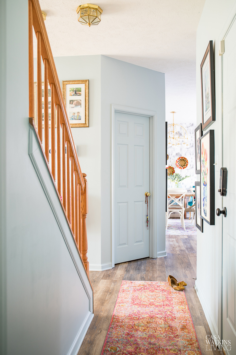 Paint walls, trim and doors same color for a uniform look #paint #foyer #paintcolors #diyideas