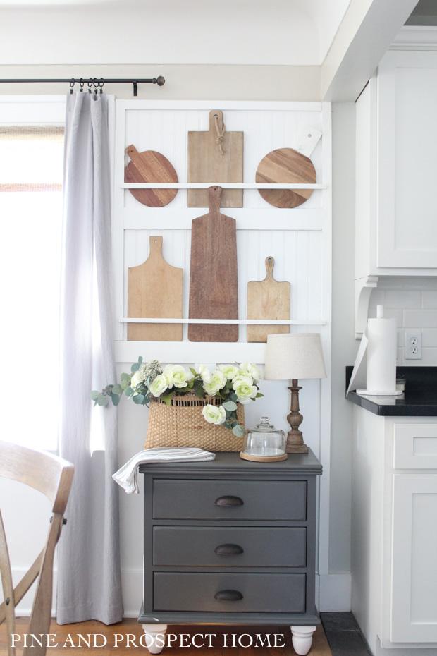 How to make a built in plate rack #platerack #farmhousedecor #diydecor #vintagedecor #breadboards #collections #vintagedecor #farmhousekitchen