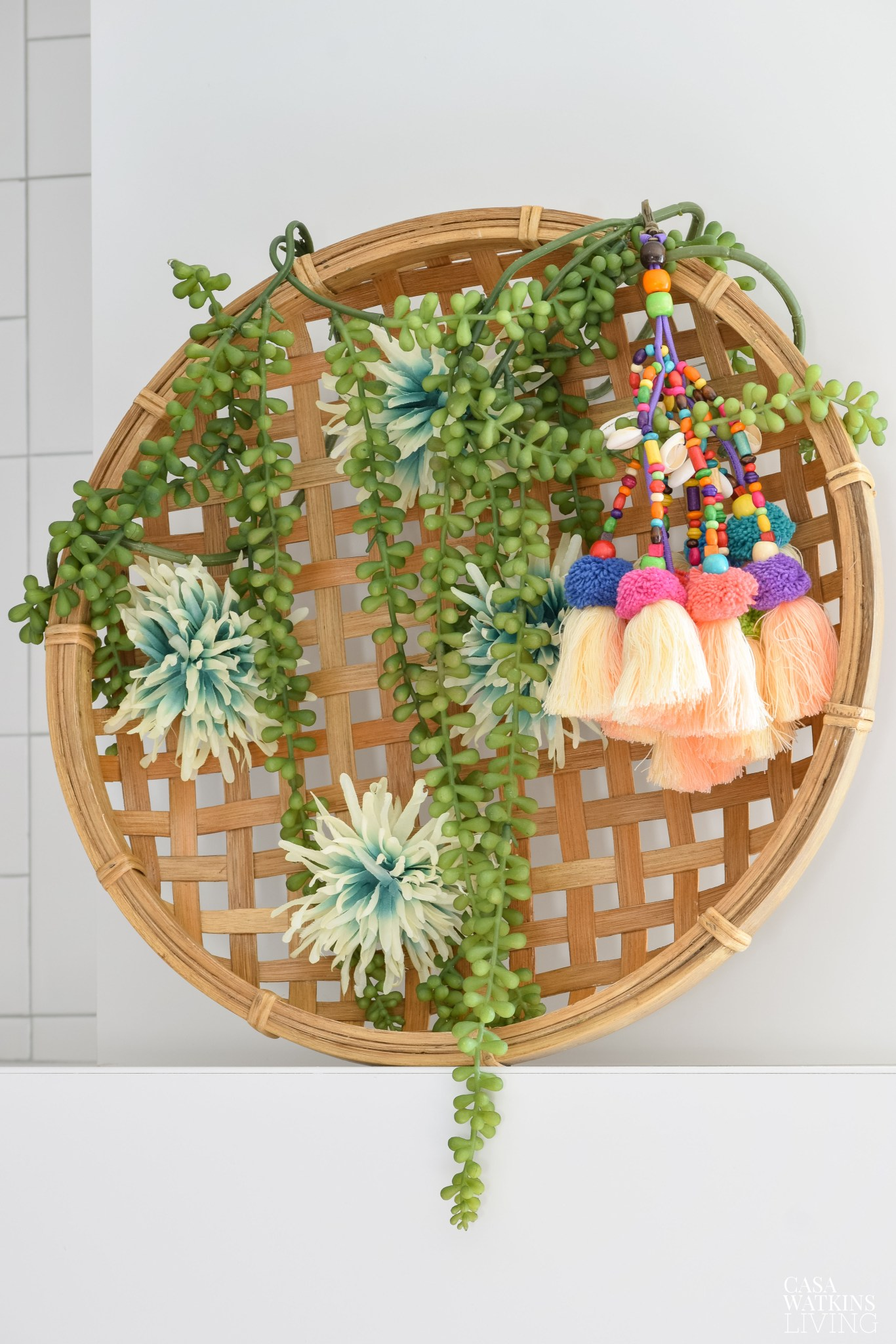 DIY basket wreath with succulents #wreath #diyideas #wreath #diycrafts #crafts #succulents #springdecor