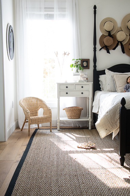 Love the hat gallery wall in this girls bedroom #bedroom #bedroomdecor #farmhouse #farmhousedecor #gallerywall #hatdecor #rattan