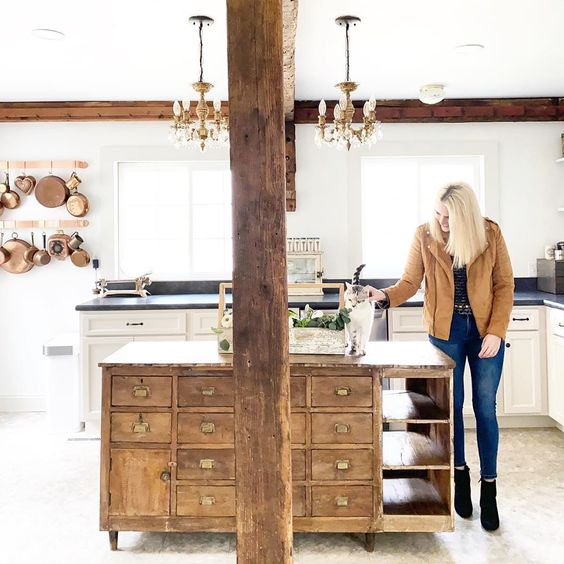 Tour this charming farmhouse with original wood beams on the ceiling and an old apothecary as a kitchen island #kitchen #farmhousedecor #farmhousekitchen #fixerupperstyle #vintagedecor #apothecary #woodbeams #interiordecor #interiordesign #cottagestyle #antiques