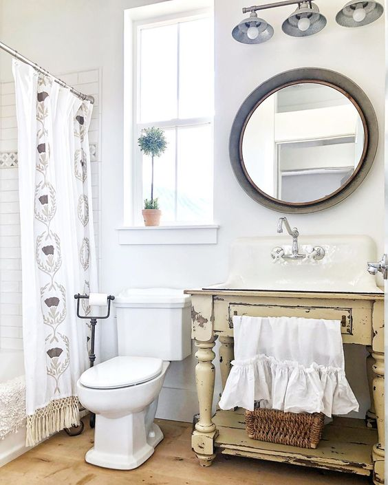 Cute farmhouse bathroom with vintage table turned vanity kellyelko.com #farmhouse #farmhousedecor #farmhousebathroom #diyvanity #diydecor #vintagedecor