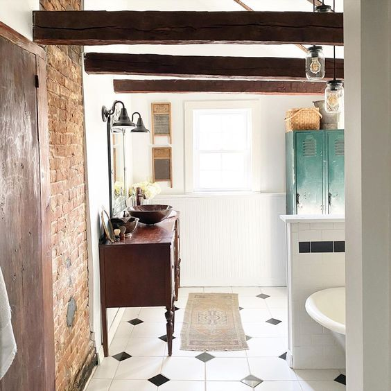 Love this farmhouse bathroom with exposed brick wall and wood beams #bathroom #farmhouse #farmhousebathroom #farmhousedecor #masterbathroom #eclecticbathroom #antiquebathroom