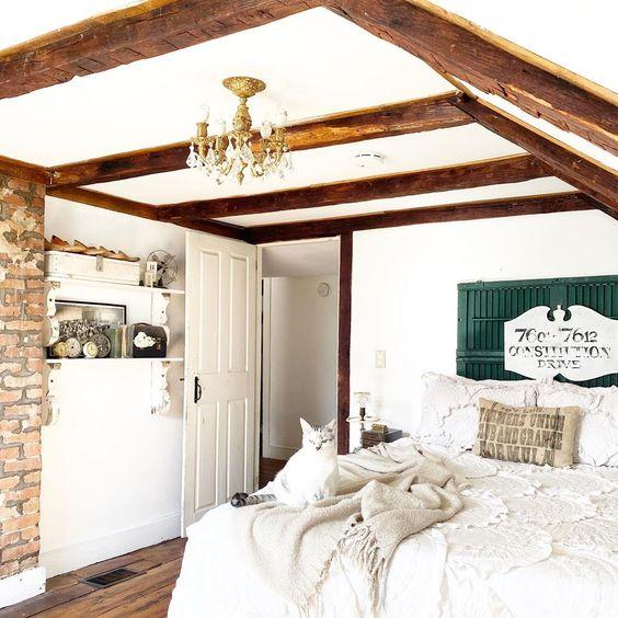 Cozy attic bedroom with wood beams and exposed brick wall #farmhouse #farmhousedecor #farmhousebedroom #neutraldecor #neutralbedroom #woodbeams #cottagebedroom #bedroom #bedroomdecor #vintagedecor #vintagehome
