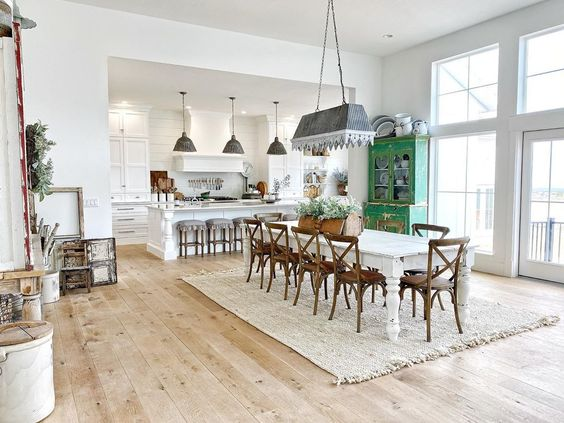 Love this open farmhouse dining room and kitchen with painted furniture and galvanized lighting kellyelko.com #lighting #greatroom #openfloorplan #farmhouse #farmhousedecor #farmhousestyle #farmhousediningroom #diningroom #diningroomdecor #vintagedecor