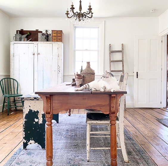 Love this neutral farmhouse dining room with mismatched chippy furniture and antique crystal chandelier #farmhouse #farmhousedecor #farmhousediningroom #diningroom #diningroomdecor #neutraldecor #fixerupperstyle #cottagestyle #vintage
