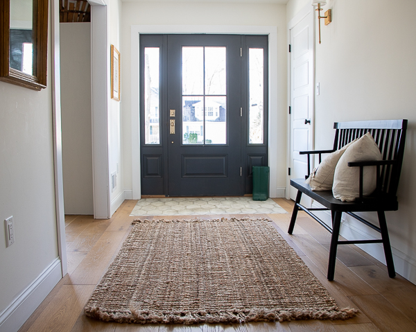 Farmhouse entry with tile and wood floor #foyer #entry #farmhouse #farmhouseentry #farmhousedecor #blackdoor