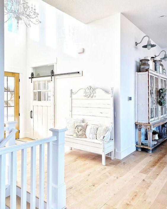 Love the rolling barn door in the entry of this farmhouse kellyelko.com #farmhouse #farmhousedecor #barndoor #rollingbarndoor #rusticdecor #fixerupperstyle #fixerupper #neutraldecor #vintagedecor