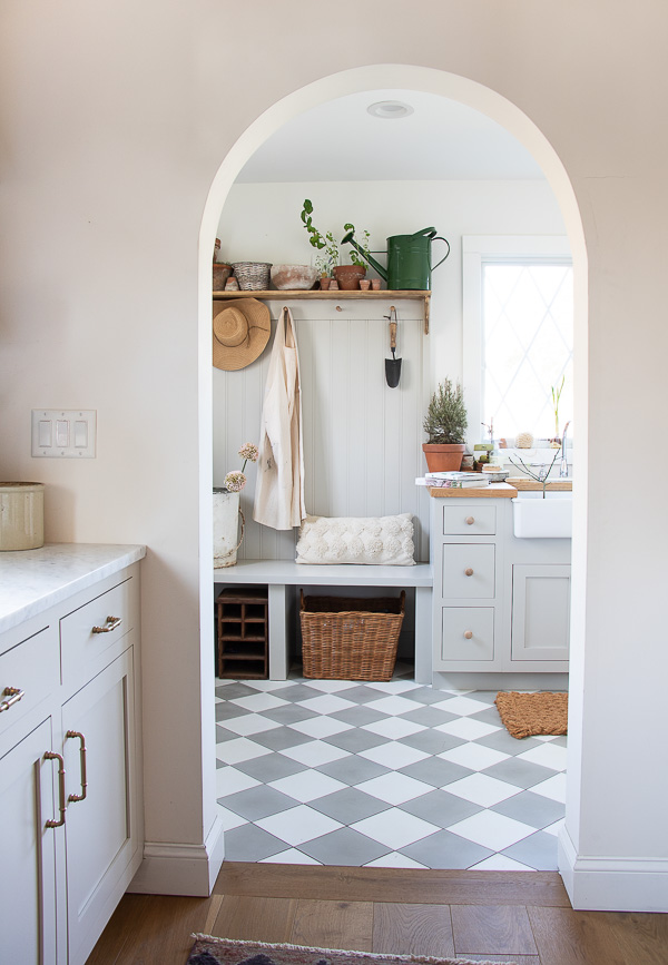 Classic gray and white checkered tile in this mudroom and potting room #mudroom #pottingroom #laundryroom #tile #farmhouse #farmhousedecor #pottingshed