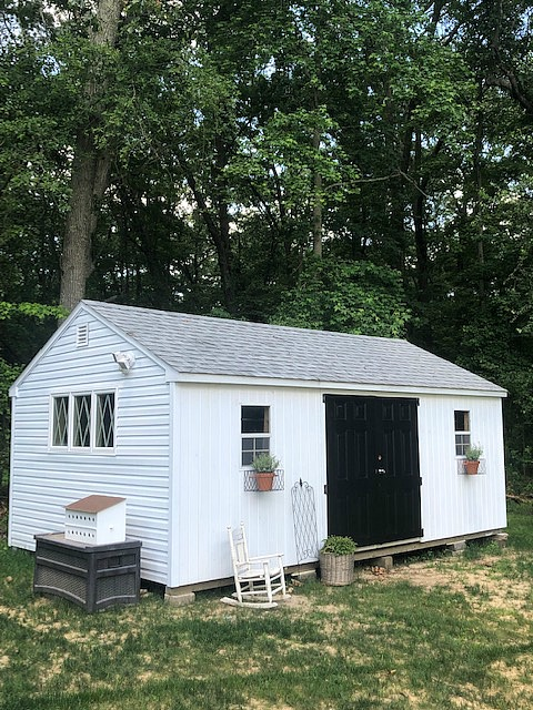 She turned an ugly shed into this farmhouse shed #shed #farmhousedecor #gardens #gardening
