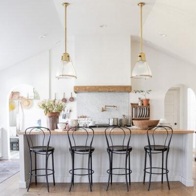 Eclectic Home Tour Seeking Lavender Lane kellyelko.com #hometour #housetour #kitchen #farmhousedecor #farmhousekitchen