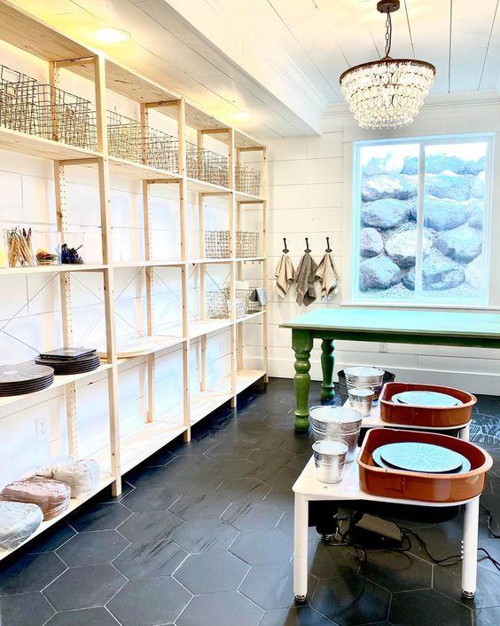 Home pottery studio kellyelko.com #pottery #potterystudio