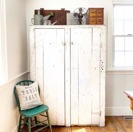 Beautiful chippy white cabinet #farmhouse #farmhousedecor #farmhousefurniture #shabbychic #vintagedecor #vintagefurniture #antiques #fixerupperstyle #diningroomdecor #farmhousediningroom