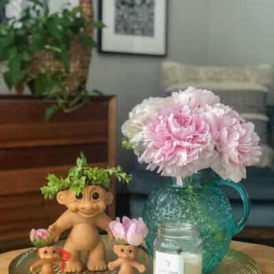 Vintage Troll Doll Planter kellyelko.com #troll #trolls #vintagedecor #crafts #diycrafts #planters #diyplanters #succulents #peonies #upcycle #repurpose #vintagedecor #kitsch #kitschy
