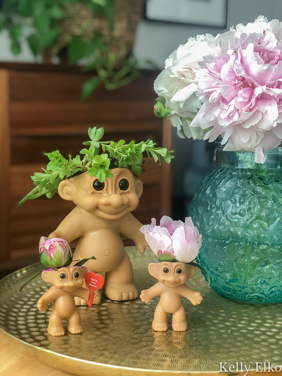 How to make a vintage Troll planter or vase! These are so cute and kitschy kellyelko.com #troll #trolls #repurpose #upcycle #vintage #vintagedecor #succulents #diyplanters #planter #diycrafts #diyideas #kidscrafts #nostalgia #peonies #plantlady #houseplants