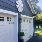 Love this huge barn wood flower hung on the outside of her house kellyelko.com #farmhousedecor #farmhousestyle #outdoordecor #garage #halenavy #bluepaint #exteriorpaint #housepaint #garage